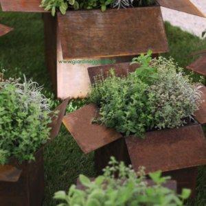 vaso-a-forma-di-scatola-in-acciaio-corten
